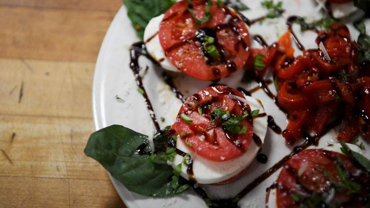 How to make the best Caprese salad, according to chefs