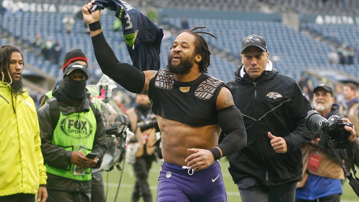 Earl Thomas' wife reportedly files for divorce; no word on how brother, mistress are taking news