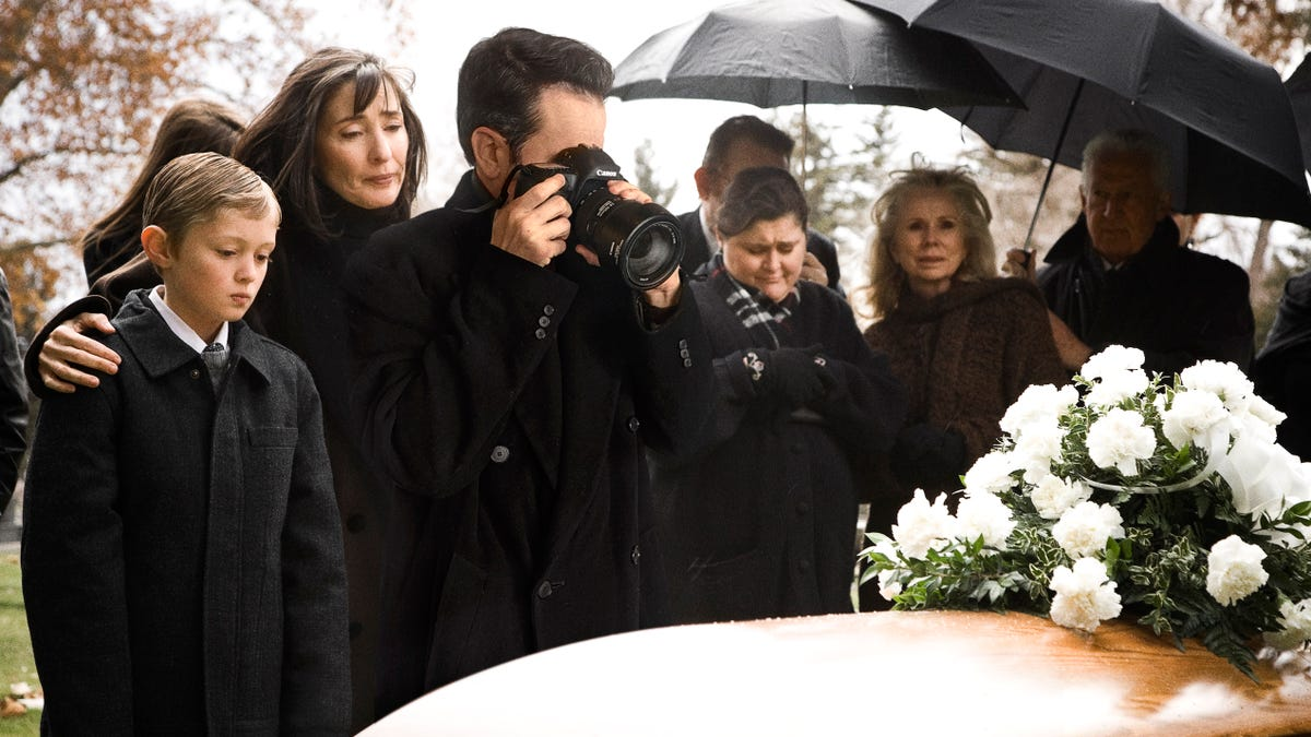 Dad Figures Funeral Just As Good A Time As Any To Try Out New Camera Lens