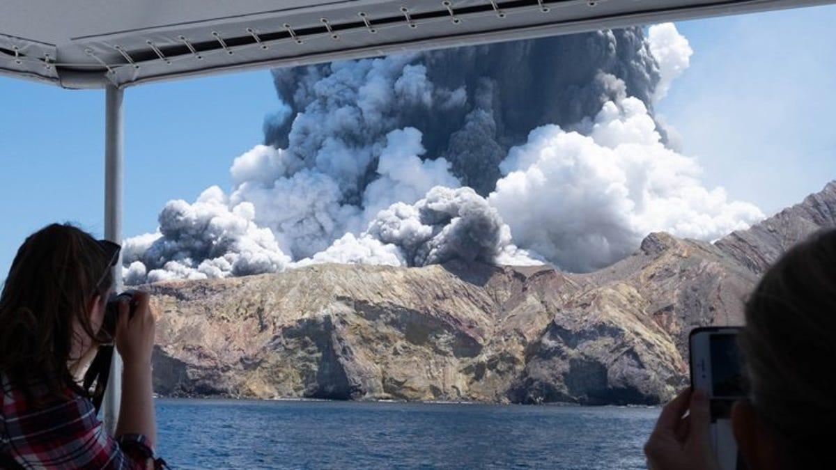 Por qué el volcán White Island de Nueva Zelanda entró en erupción sin previo aviso