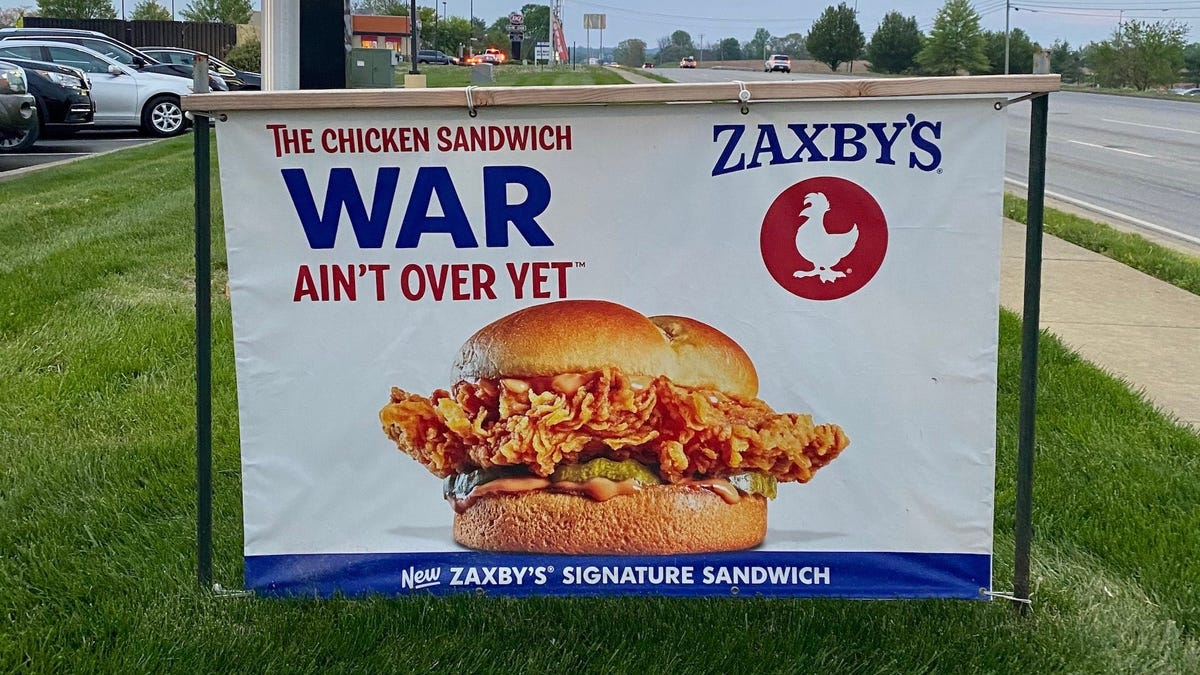 Review: Zaxby's Signature Sandwich, new to the Chicken Sandwich Wars