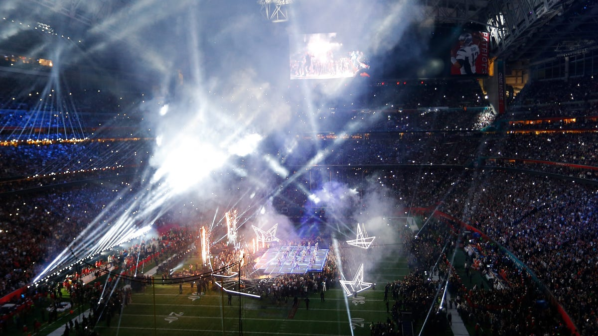 Five artists who should play the Super Bowl halftime show - deadspin