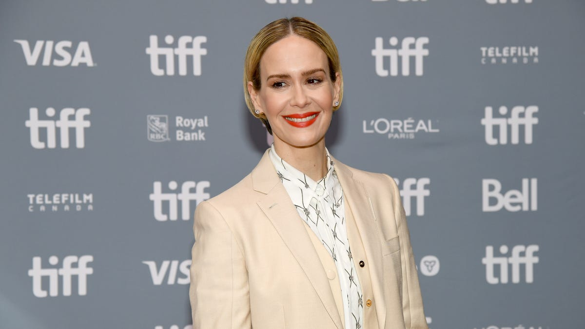 jezebel.com - Megan Reynolds - Sarah Paulson Refuses to Answer Question About Leah Michele
