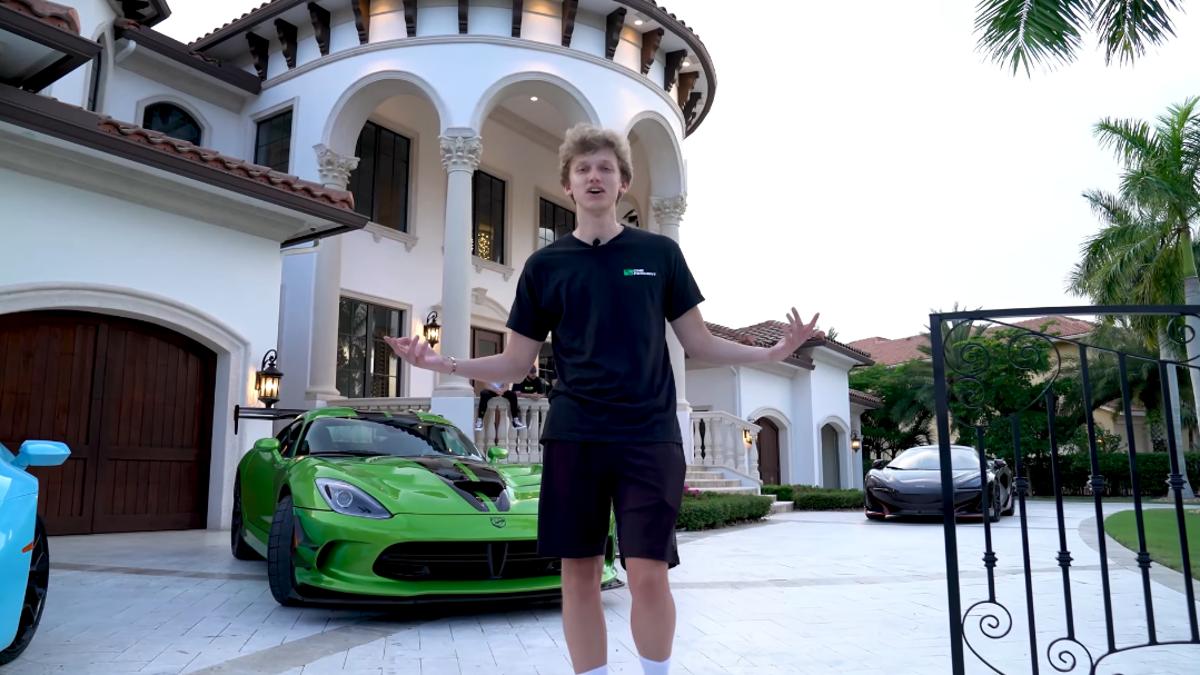 Fortnite YouTubers Buy Mansion, Decorate It Like Sad Teenagers