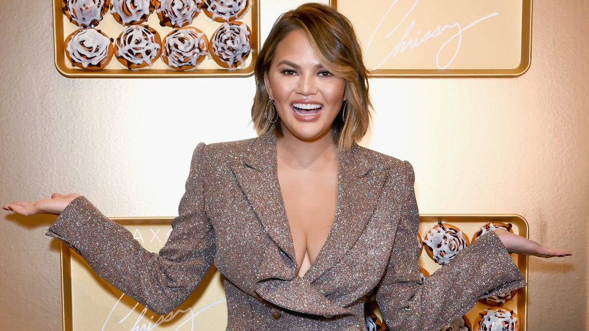 Nobody can keep Chrissy Teigen away from Twitter