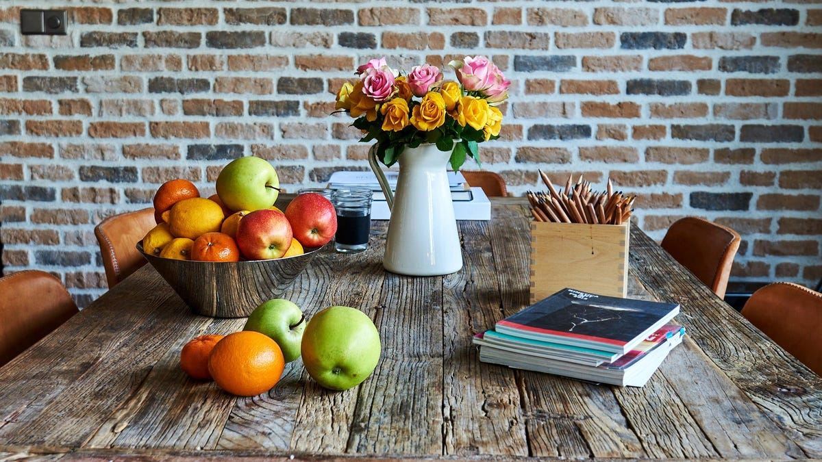 Why You Should Keep Your Fresh Flowers Away From Your Fruit Bowl