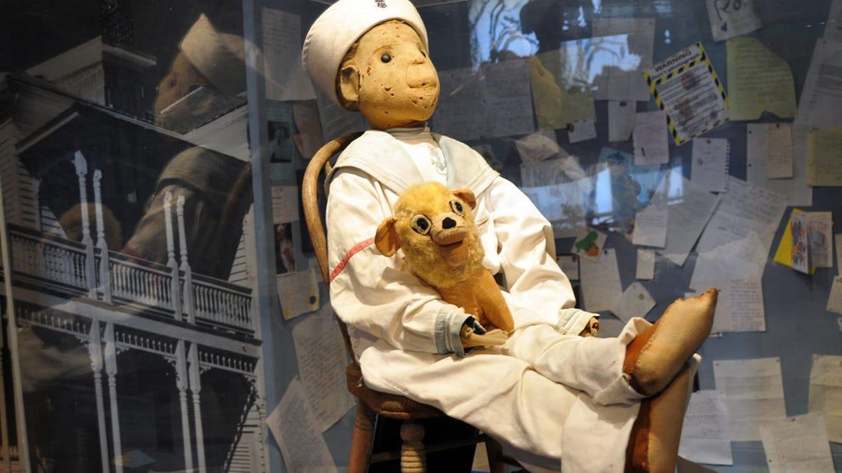 Si te encuentras con esta escalofriante muñeca, huye sin mirar atrás
