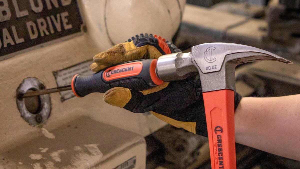 Clever Screwdriver Turns the Force of a Hammer Blow Into Extra Torque to Dislodge Stuck Screws