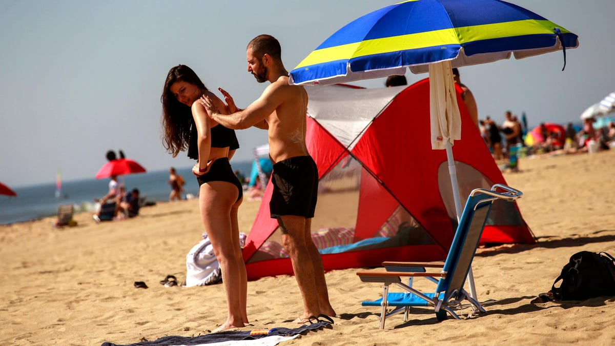 Lab Asks FDA to Recall 78 Sunscreens Over Carcinogen Concerns