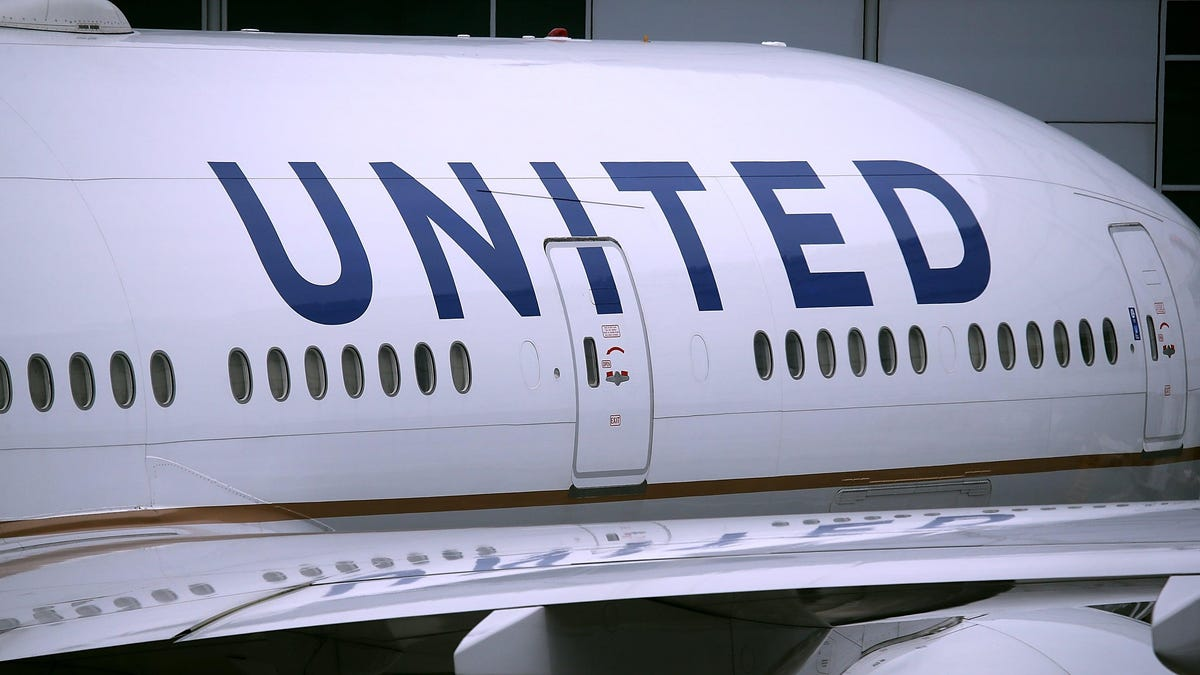 United Airlines Will Let iPhone Users Show Proof of Vaccination in the Apple Health App thumbnail