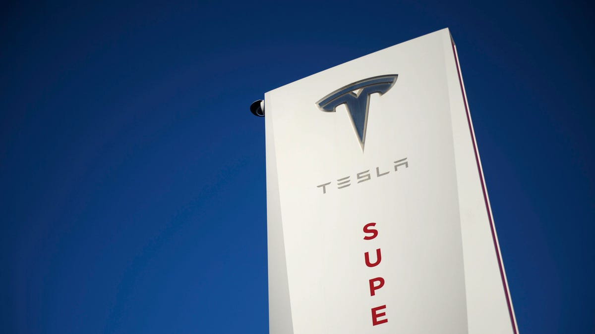 Tesla Plans To Build World's Largest Supercharger Station At A Random Central California Inn