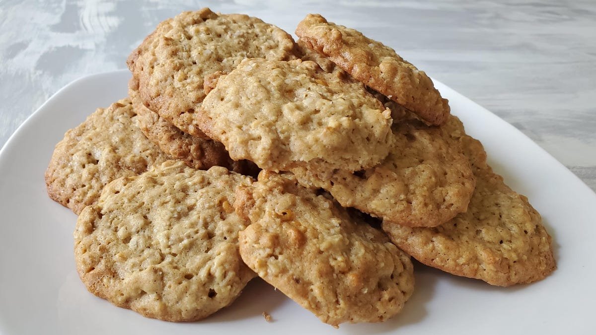 Recipe: Salty Oatmeal Scotchies, the best non-chocolate cookie