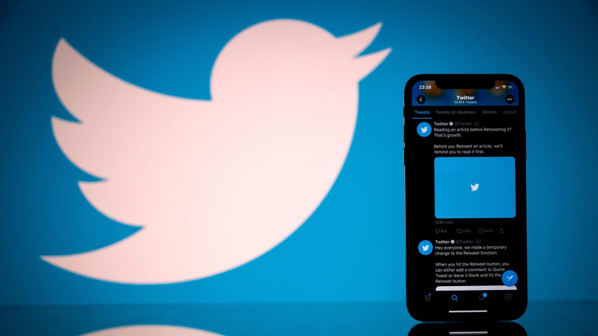 Twitter Is Letting Some iOS Users Start to Sell Tickets to Their Live Audio Rooms thumbnail