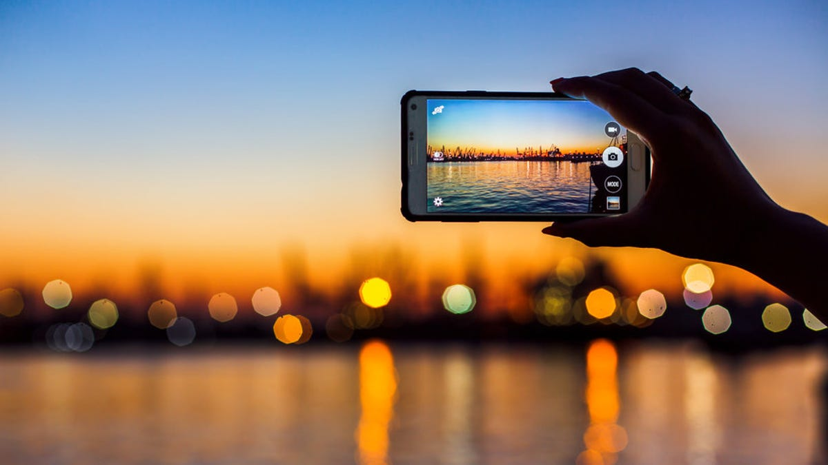 Where to Back Up Your Smartphone Photos Online (and Why You Should) thumbnail