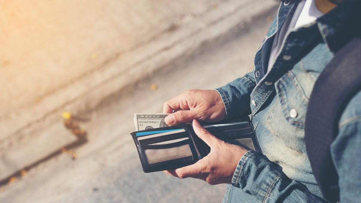 How to Keep Your Wallet Safe When You Travel