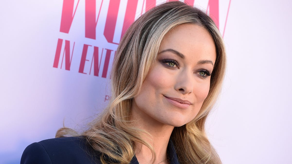 The Only Person Who Still Loves Low-Rise Jeans Is Olivia Wilde