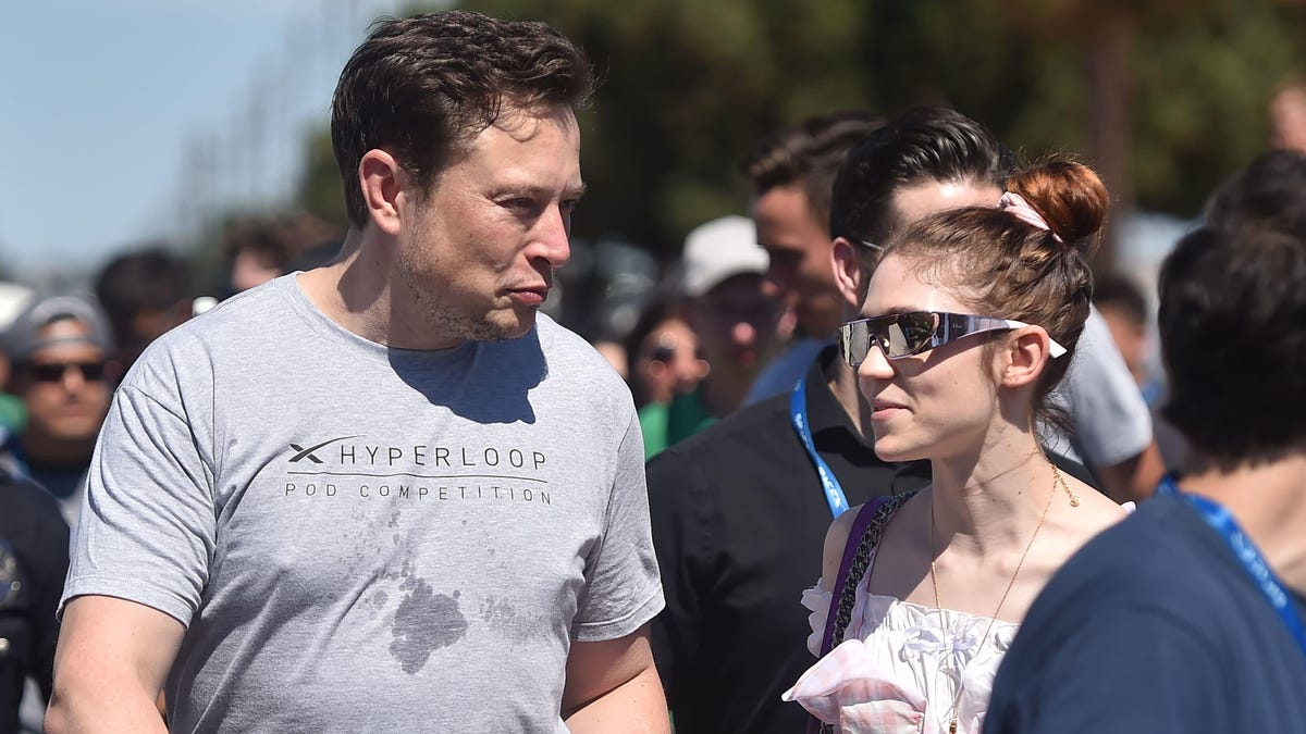 Grimes Would Like You to Know Her Boyfriend Elon Musk Is Very Similar to Bernie Sanders