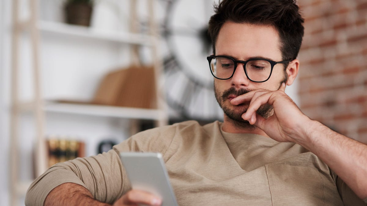 Hands-Off Fantasy Football Player Only Checks Team 132 Times Each Sunday