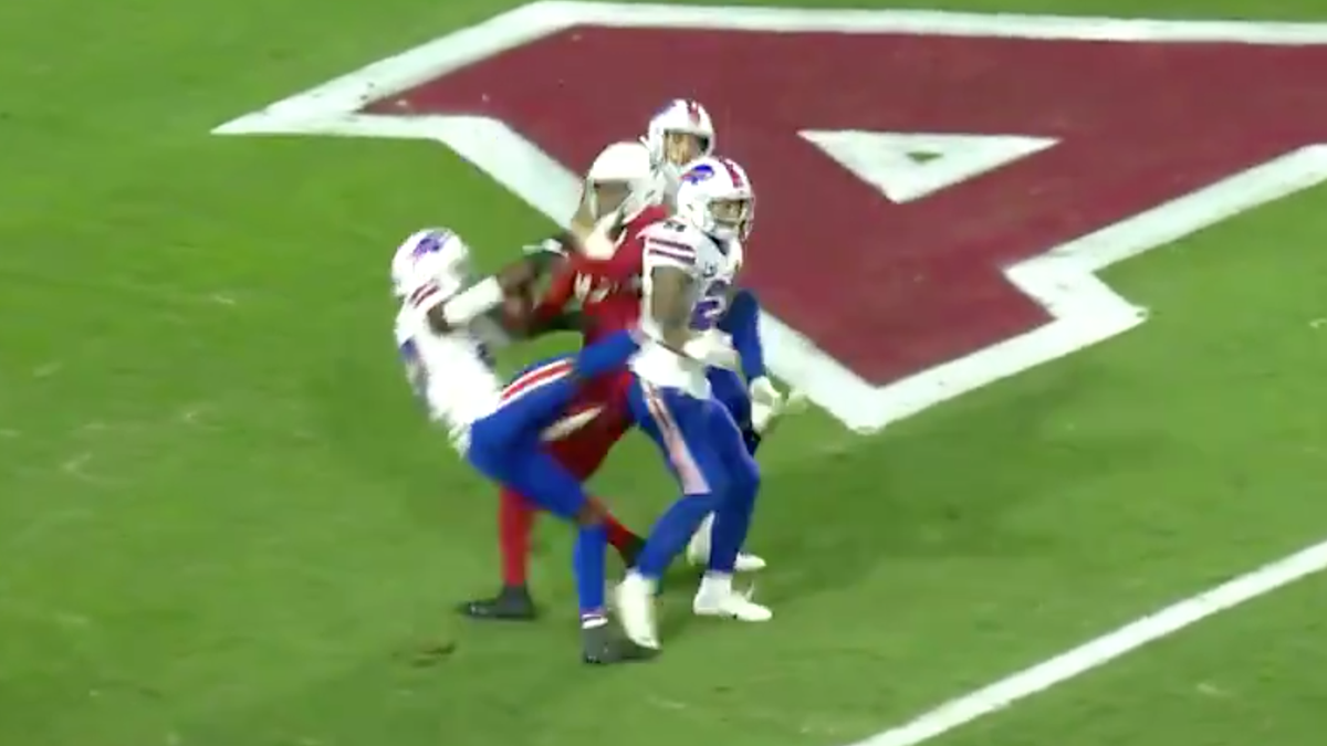 DeAndre Hopkins wins game, makes three grown men look like they wear pampers
