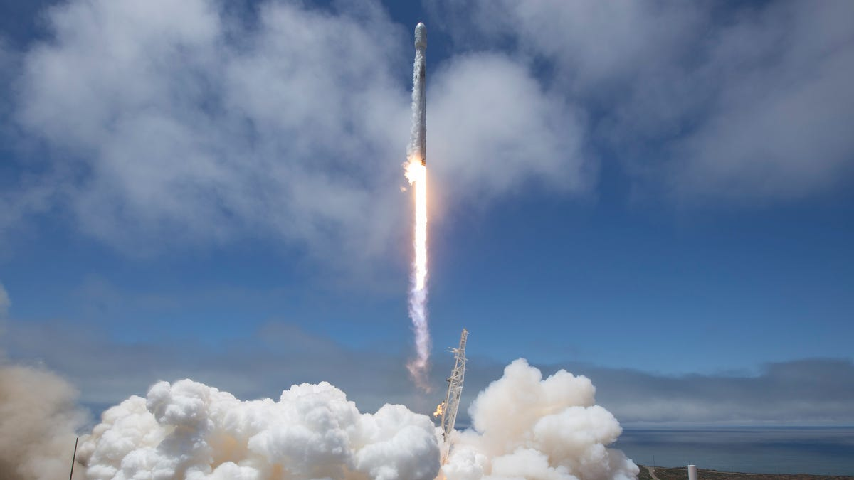 How to Watch Tonight's SpaceX Rocket Launch - Lifehacker