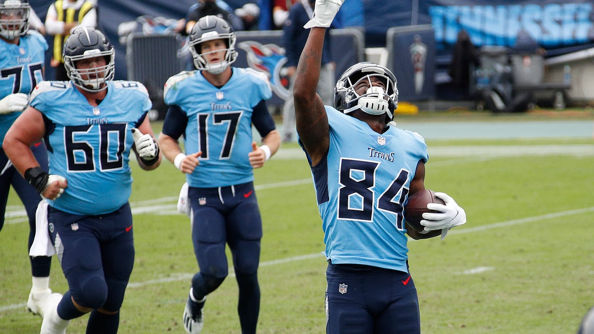 Titans WR Corey Davis to play to honor late brother