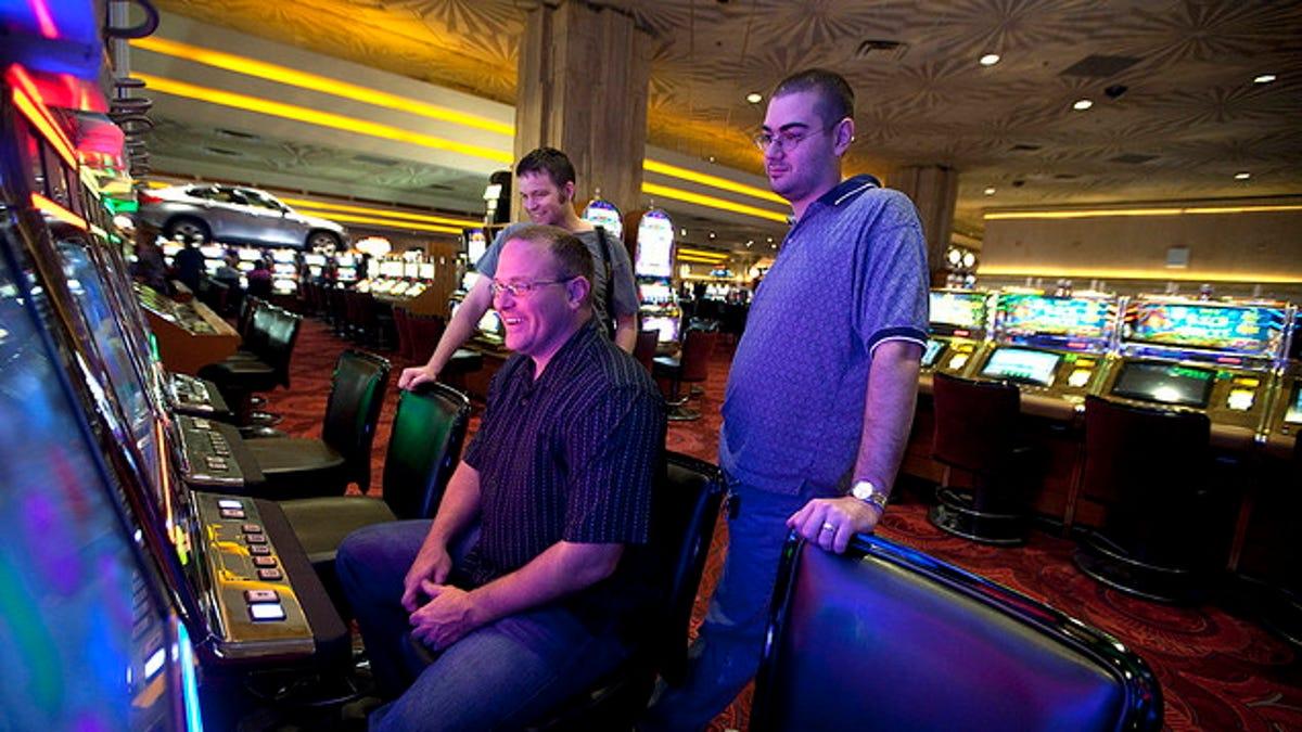 play slot machine