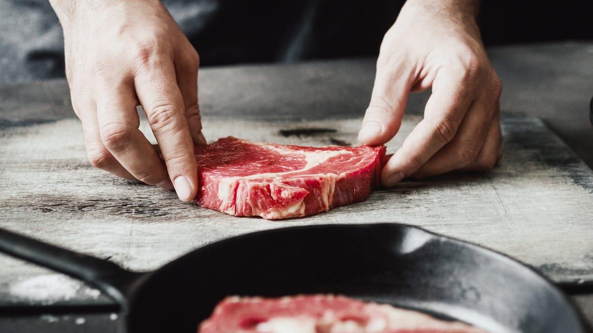 Usa el método 3-3-2-2 para sellar tus filetes como un cocinero profesional
