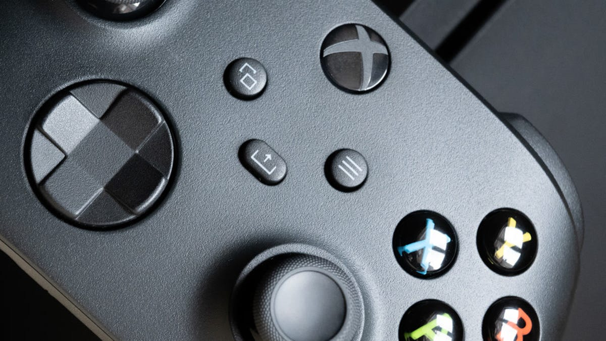 How to Swap an Xbox Controller From a Console to Your PC or Phone