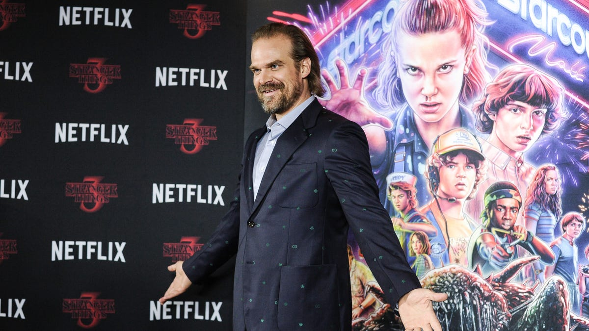 David Harbour Likes Girlfriend Lily Allen's Butt