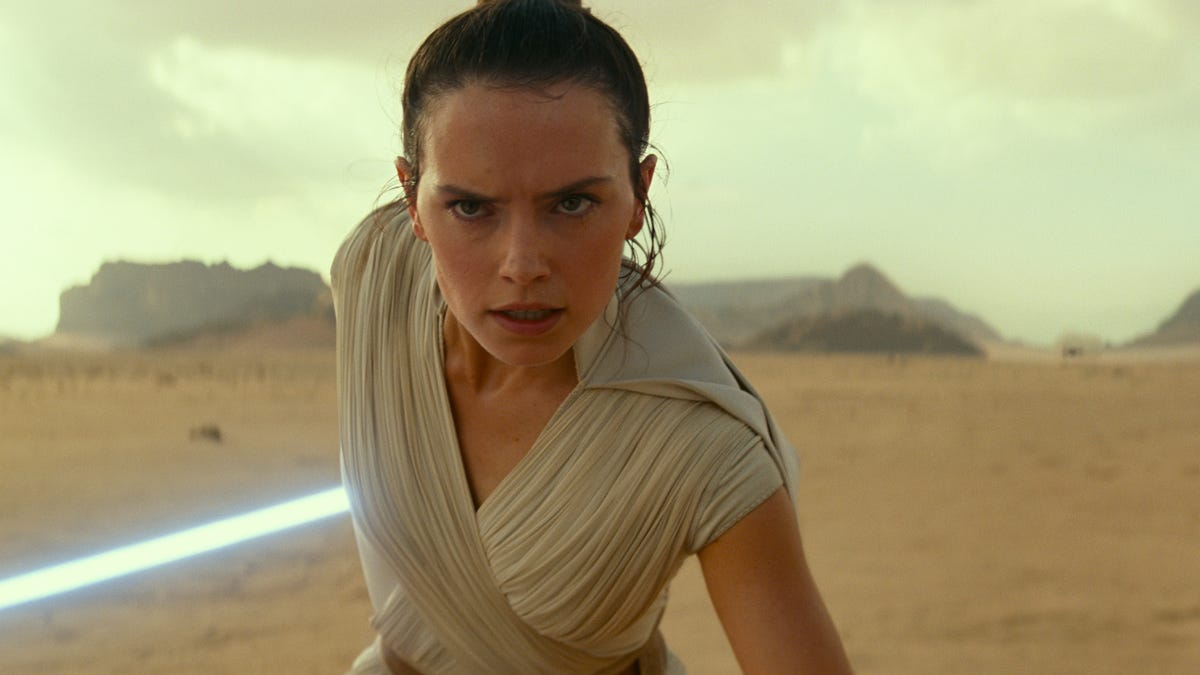 The Rise of Skywalker Writer Says Rey Reveal 'Doesn't Negate' The Last Jedi's Message