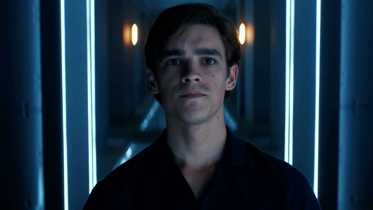 Titans' Brenton Thwaites on Why Dick Grayson Has to Hit 'Rock Bottom' to Become Nightwing