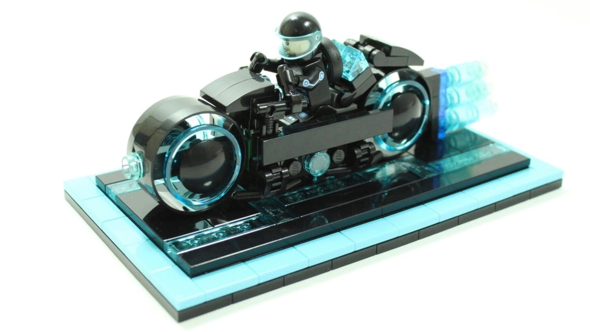 Lego Enters the Grid With This Fantastic Tron Lightcycle Set