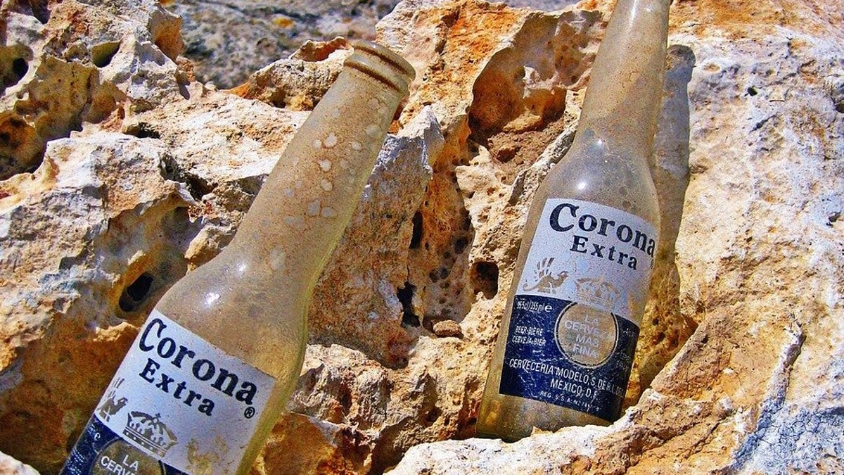 """La gente está preocupada por la cerveza mexicana Corona. """"Corona beer virus"""" es ahora mismo tendencia en Googl"""