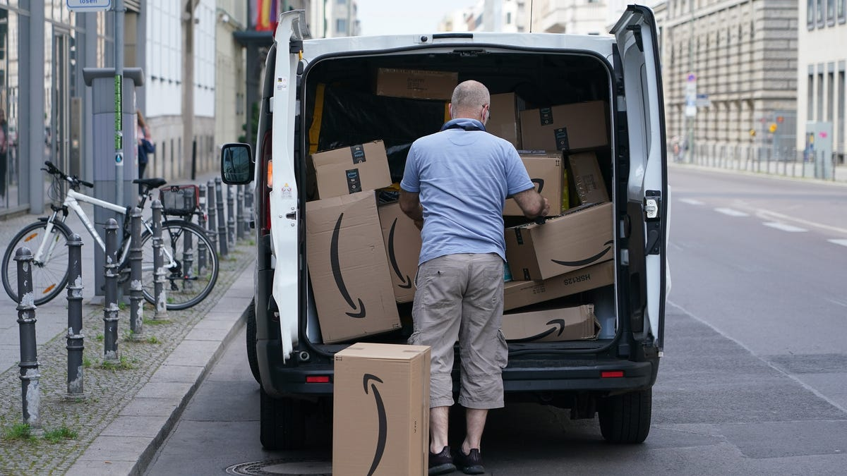 Amazon Mumbles 'Sorry' for Denying Its Workers Pee in Bottles Says Uber and UPS Drivers Do It Too – Gizmodo