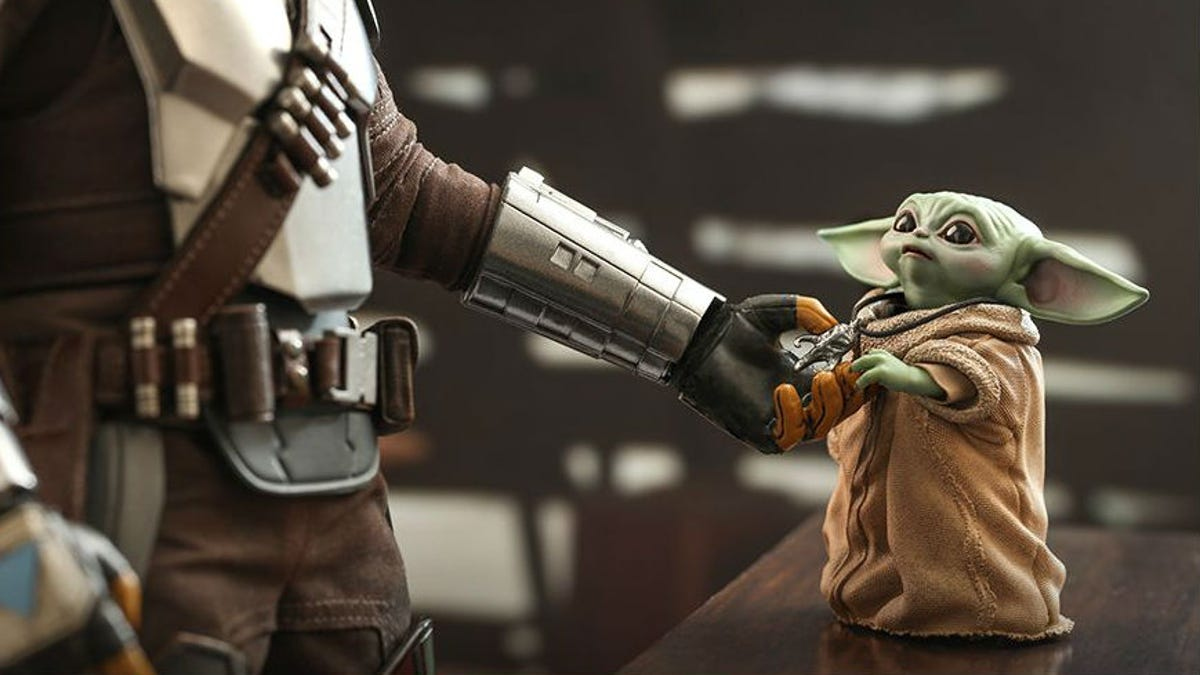 Baby Yoda Joins the Mandalorian in the Latest Jaw-Dropping Reveal From Hot Toys
