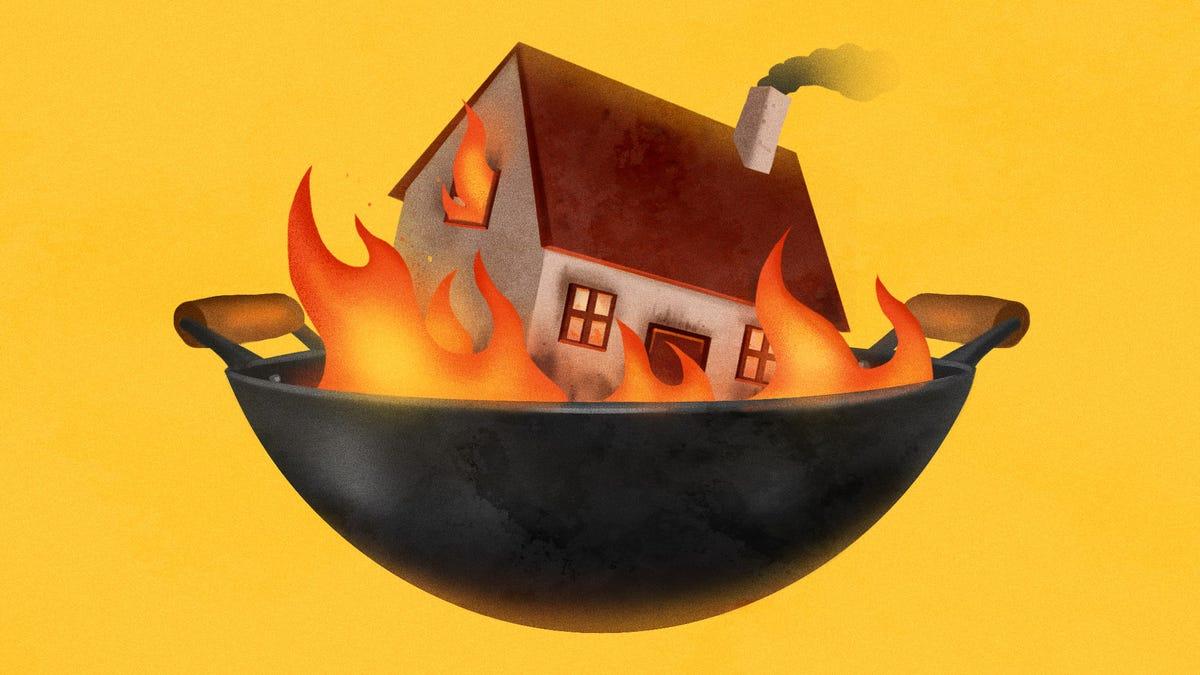 COVID-19 đã dẫn đến sự gia tăng đột biến trong các vụ cháy nhà và các tai nạn nhà bếp chủ yếu là để đổ lỗi