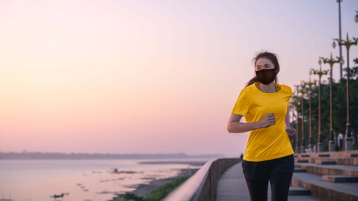 Should You Wear a Mask Outdoors?
