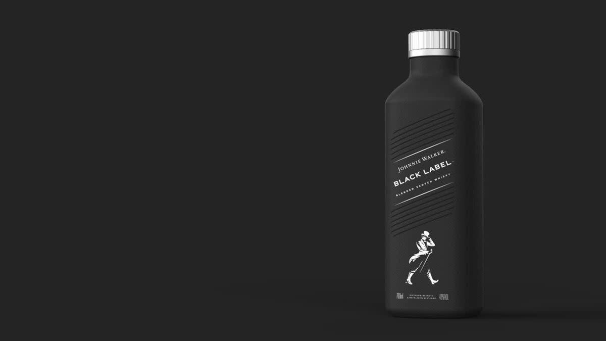 Johnnie Walker comenzará a vender whiskey en botellas de papel