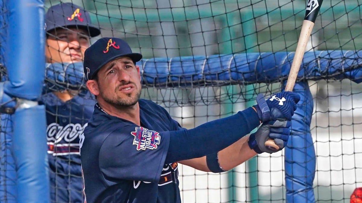 Welcome back, Kazmar! Braves' infielder claws his way back to The Bigs today after 13-year absence