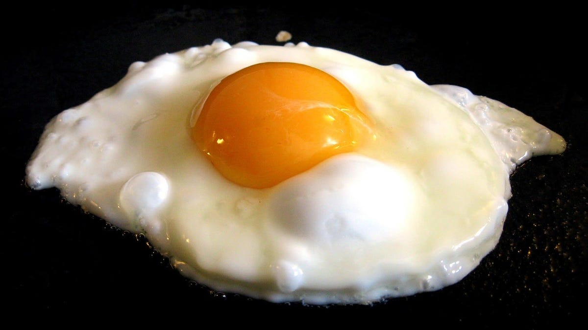 How to fry an egg: five methods, infinite uses