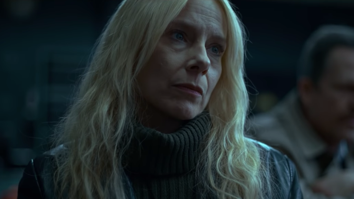 Amy Ryan Sex watch amy ryan in the trailer for netflix's adaptation of