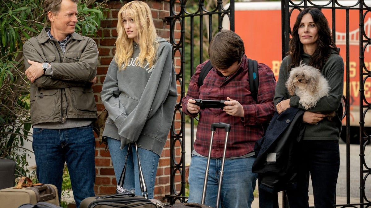 Courteney Cox Will Face Suburban Terrors in Starz Horror Comedy Shining Vale