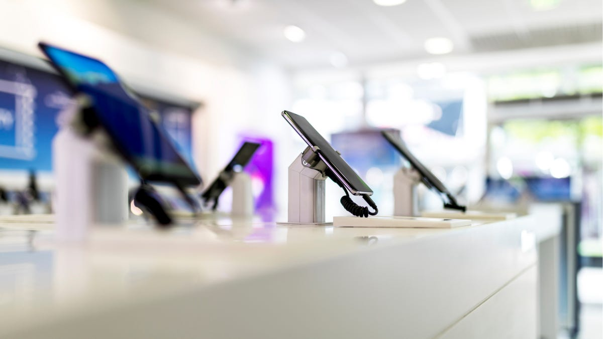 When Does It Make Sense to Buy a Mobile Phone Outright?