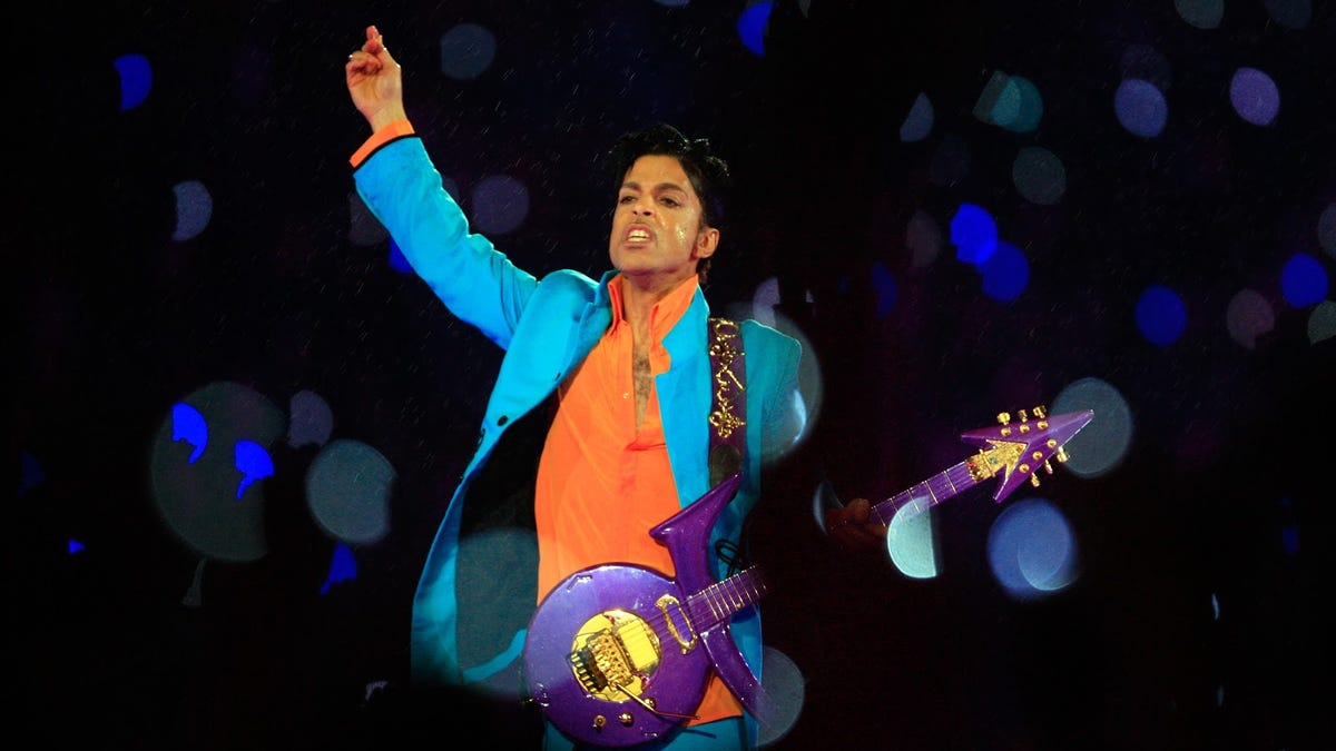 Nothing compares to Prince (and the Purple Rain) at Super Bowl XLI