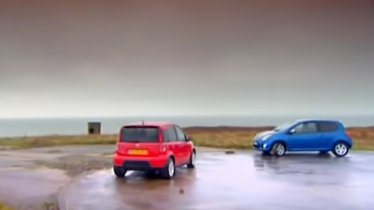 Watch Two Low-Powered Late 2000s Hot Hatches Battle It Out On Final Gear