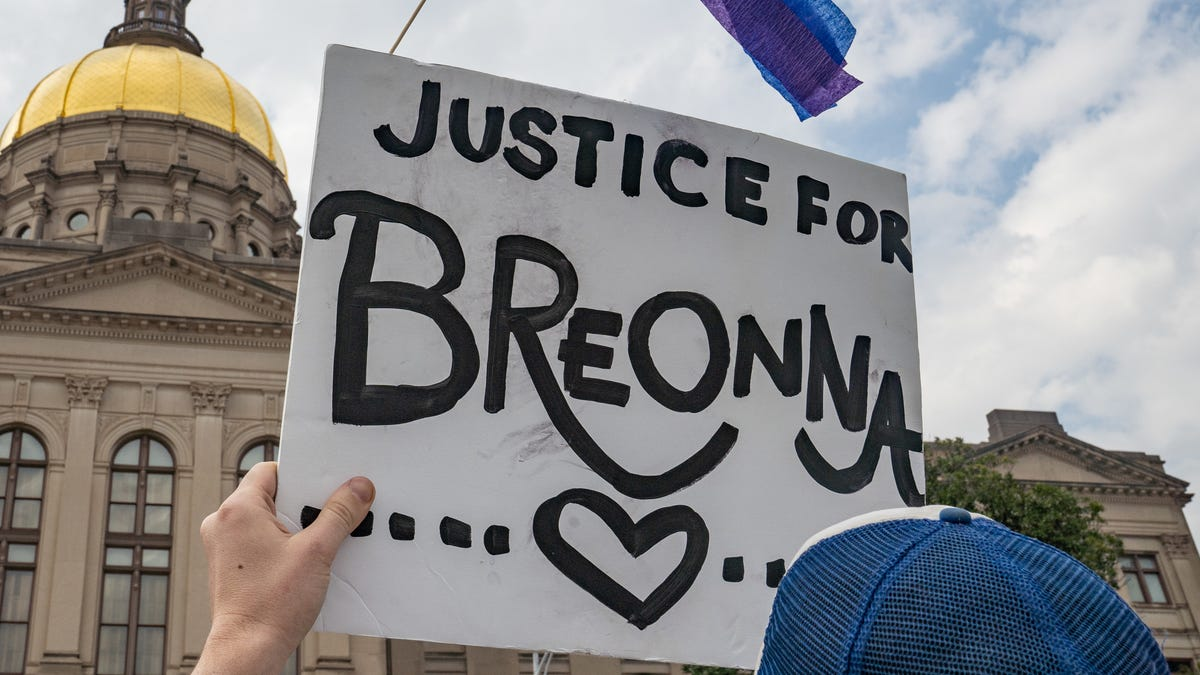 Simon & Schuster Has Decided to Drop the Book by One of the Cops Who Shot Breonna Taylor