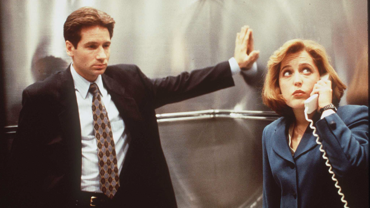 The X-Files Theme Has Lyrics Now, and You Can Hear the Cast and Crew Sing Them