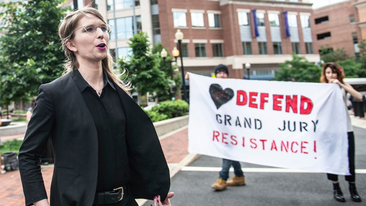Psychologist Finds Chelsea Manning's Imprisonment Pointless as Lawyers Seek Her Release