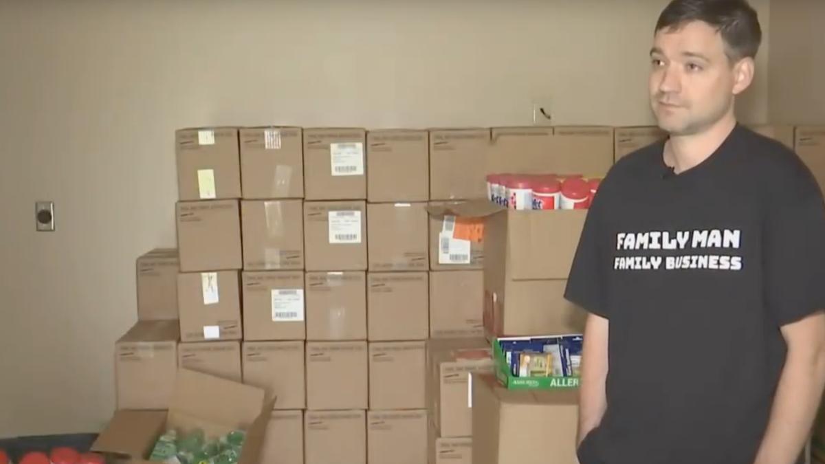 Compra 17.700 botellas de gel desinfectante de manos para hacer negocio con el coronavirus. Sale (muy) mal