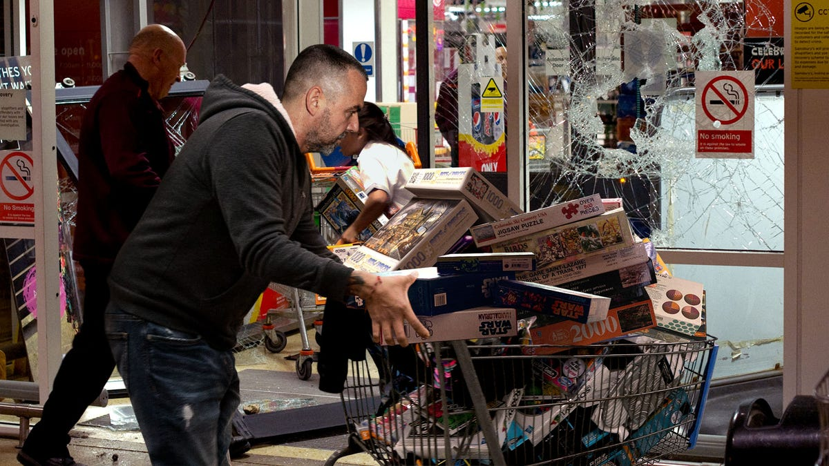 Violently Bored Americans Begin Looting Puzzle Stores